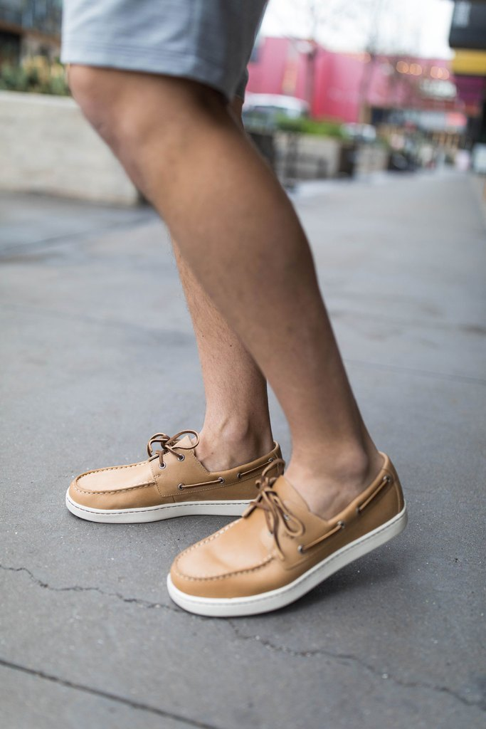 Brown Sperry brown boat shoe close up
