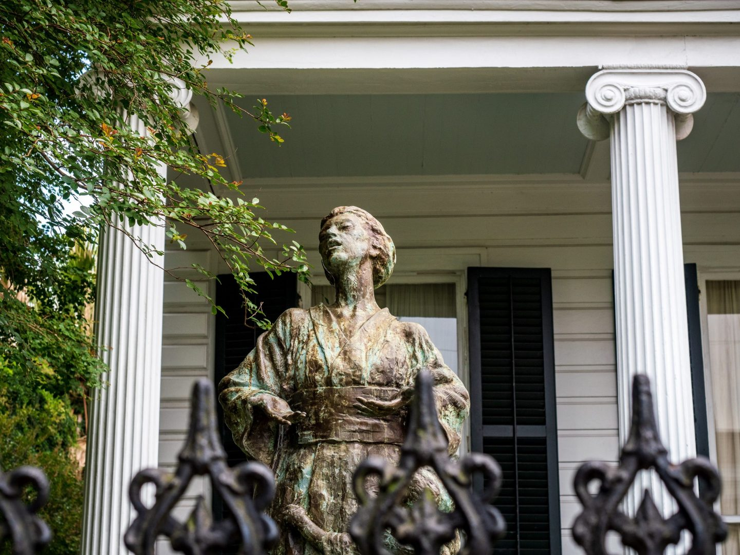 Statue in Garden District New Orleans