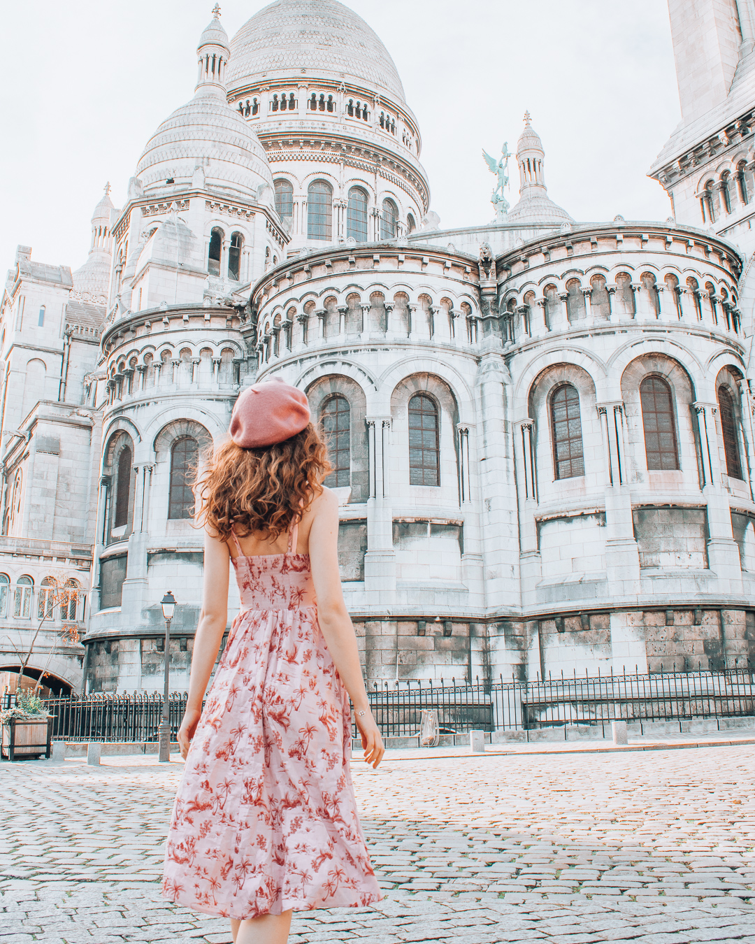 Girl looking at the back of the Sacré-Cœur