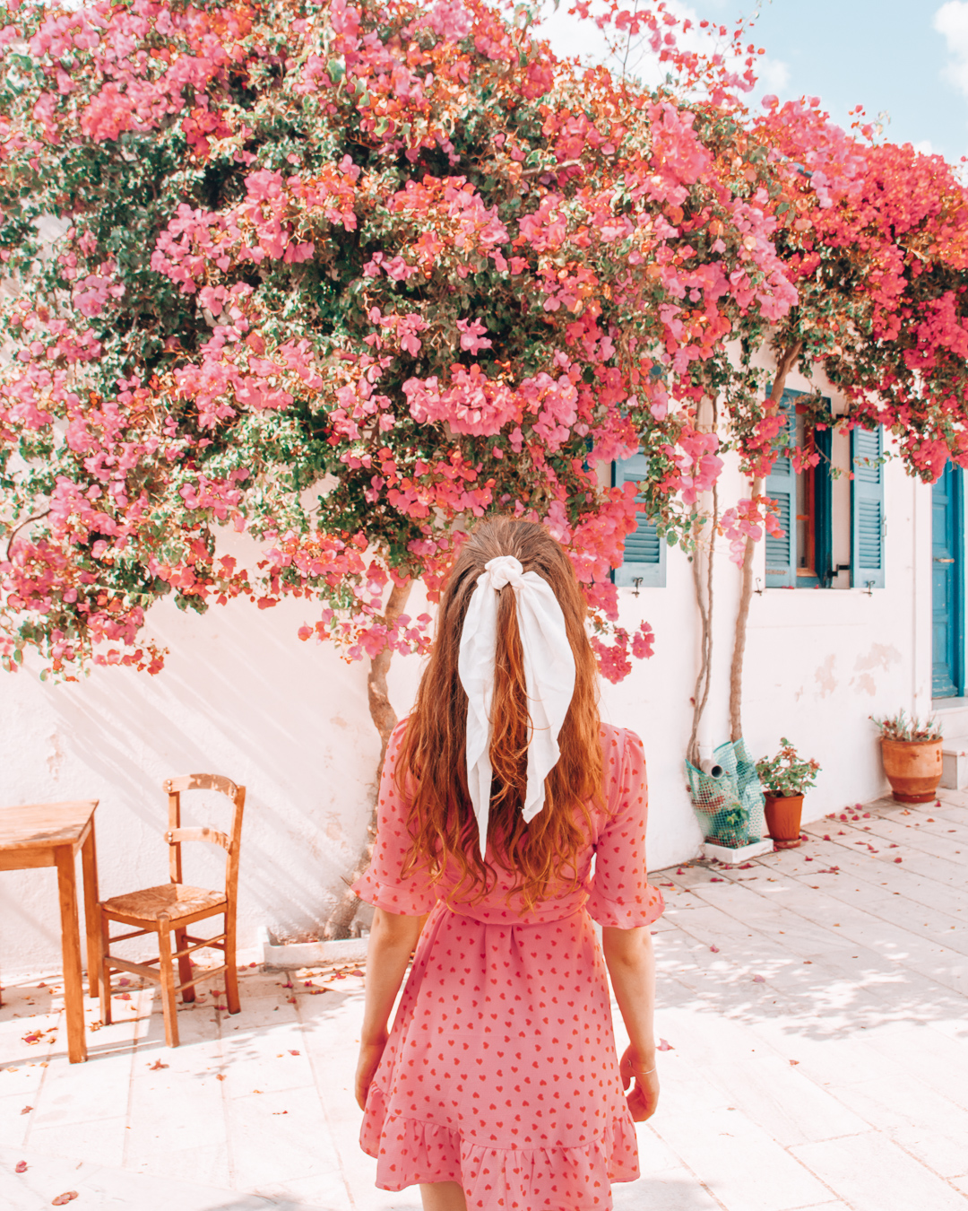 Girl in front of a building with flowers