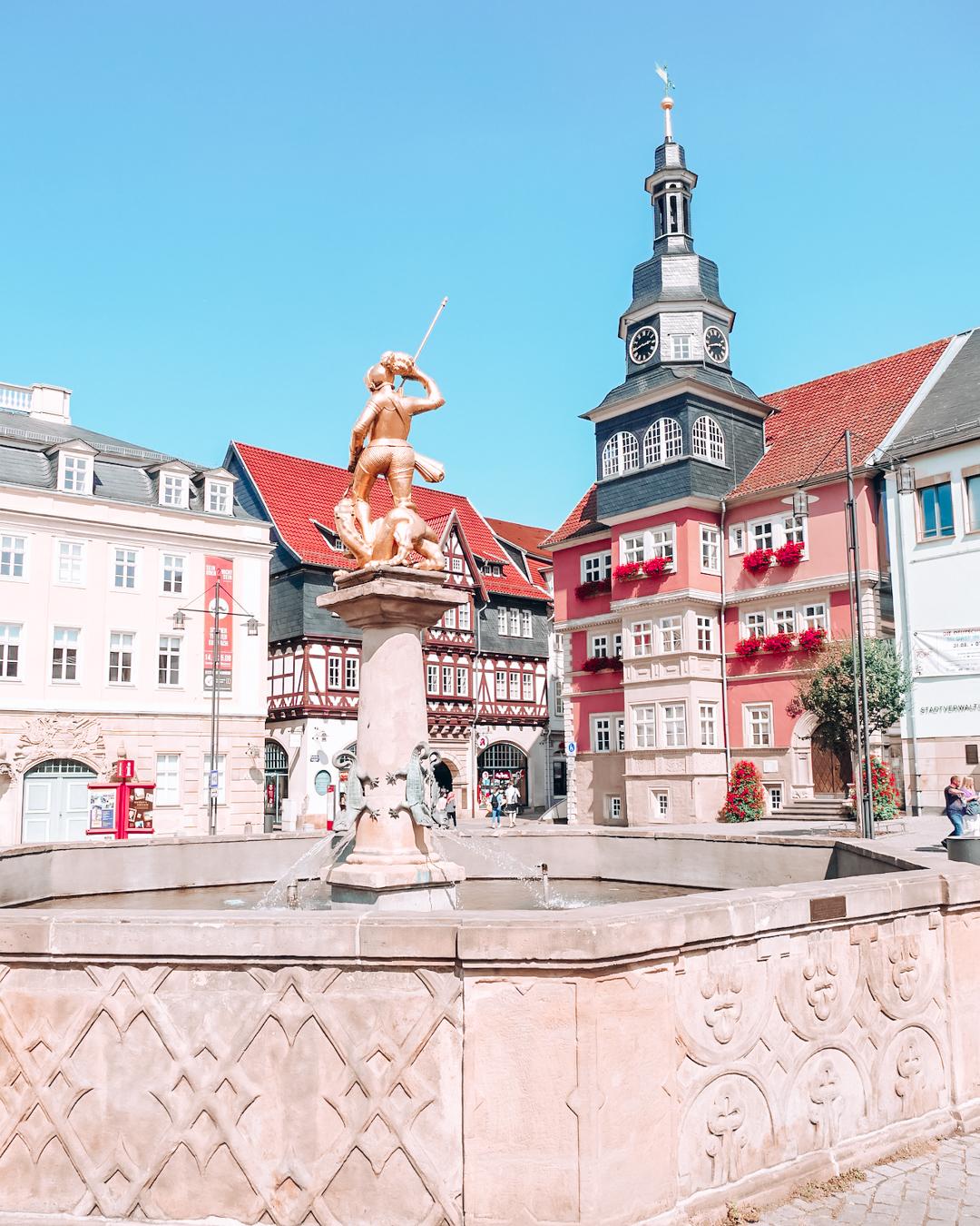 A fountain and buildings in Eisenach