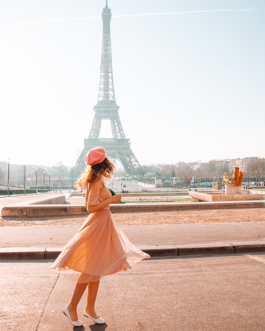 Girl with dress and the Eiffel Tower