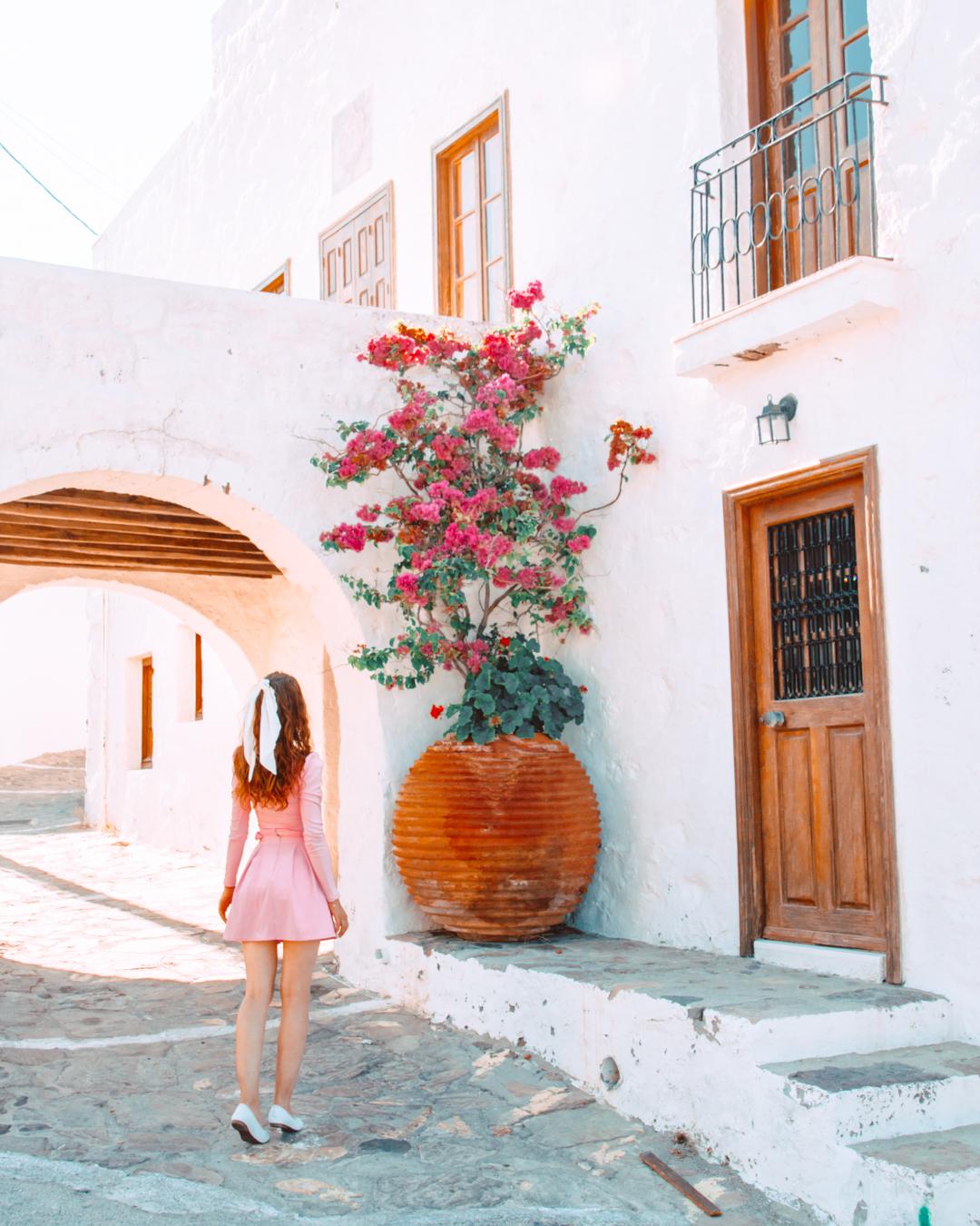 A street in Plaka in Milos