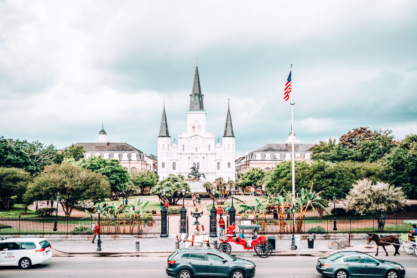 Building and trees in New Orleans