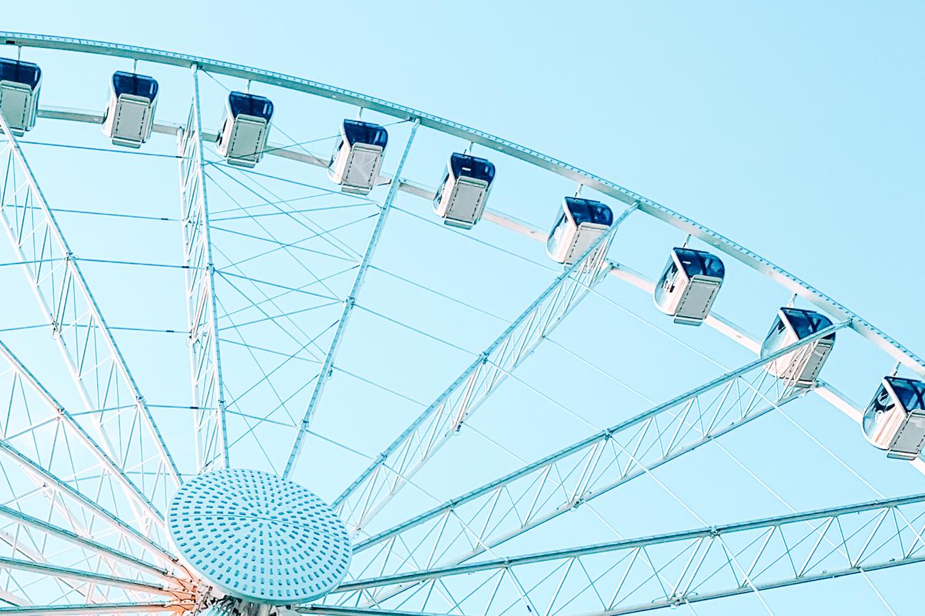 Instagrammable view of Ferris wheel in Seattle