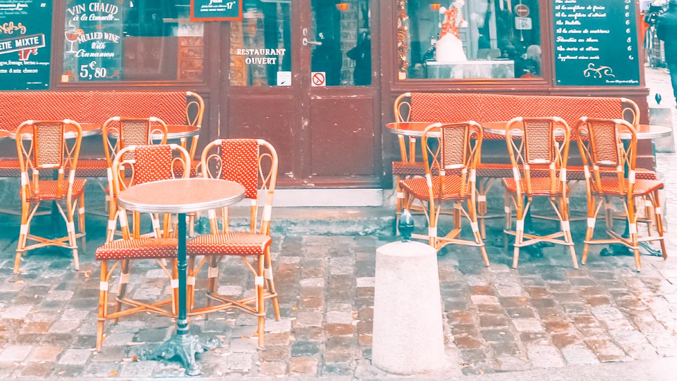 Seats at Le Consulat
