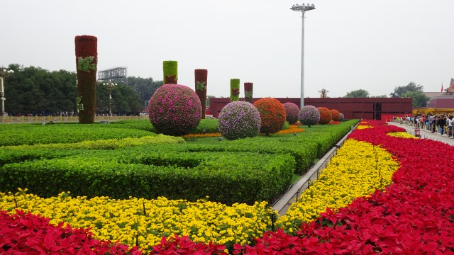 Flower beds in Tiananmen Square ; DSC00241 © DY of jtdytravels