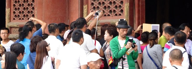 Taking photos; not easy! DSC00268 © DY of jtdytravels
