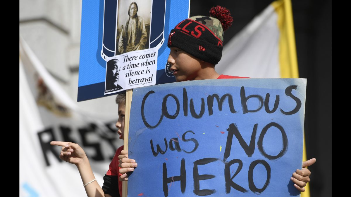 Compare the holiday schedule for the 10 largest banks in america. On Columbus Day Support Grows For Indigenous Peoples Day Cnn