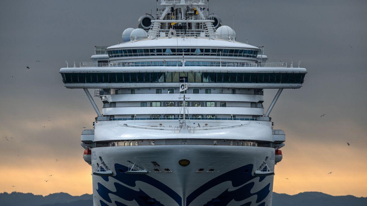 Japan cruise ship coronavirus quarantine: Scared, angry passengers ...