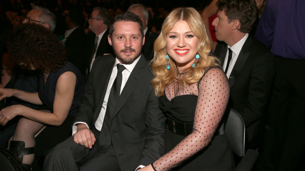 Kelly Clarkson says life's 'been a little bit of a dumpster' since filing  for divorce - CNN