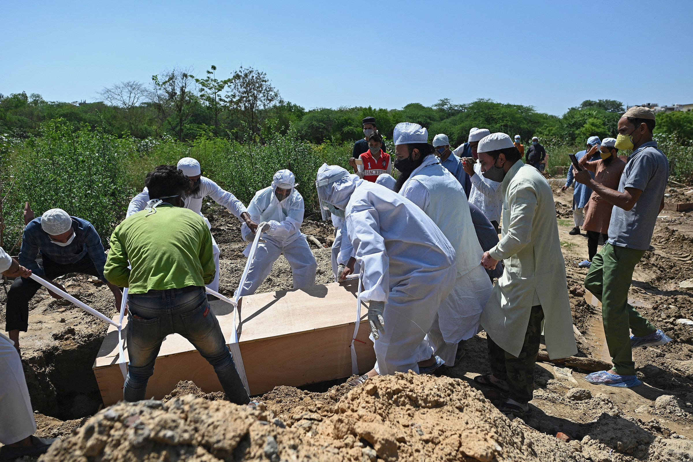 Relatives bury the body of a Covid-19 victim at a graveyard in New Delhi, on May 22.