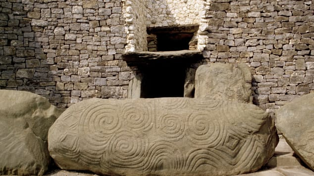 Newgrange-entrance