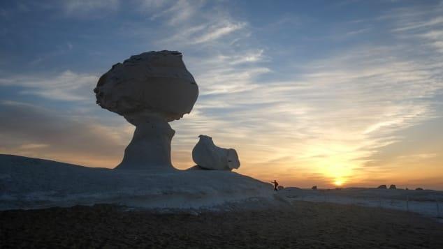 日没後、風景はまったく異なるエイリアンの地形になります。