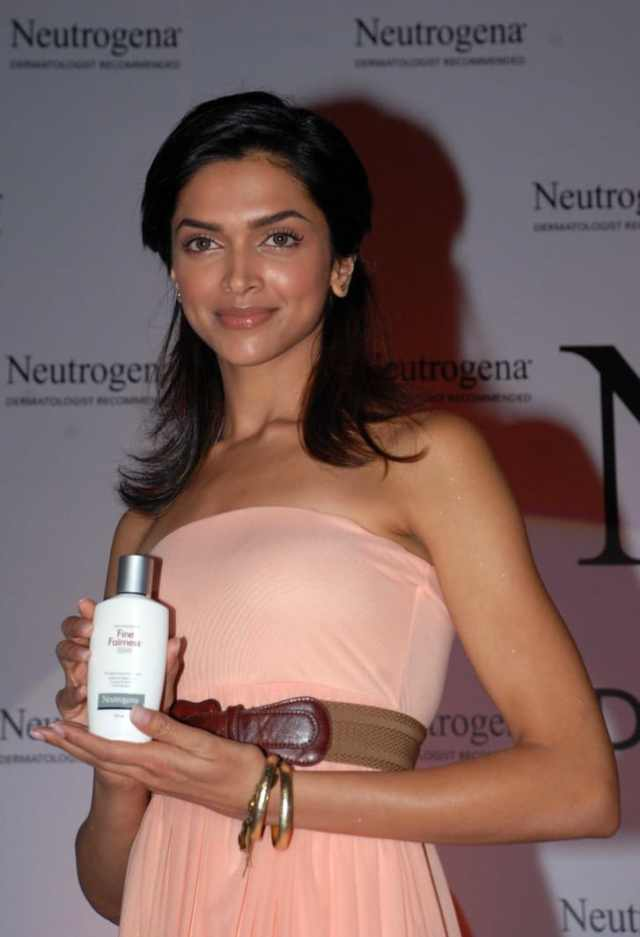 "Bollywood actress Deepika Padukone launches the ""Neutrogena Fine Fairness"" product in Mumbai on December 7, 2009. Her manager did not respond to CNN's request for comment."