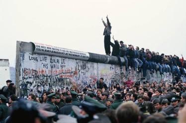 Réunification après la chute du mur , les débuts de la techno