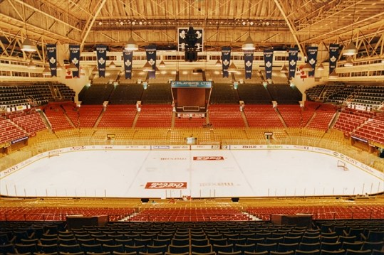Maple Leaf Gardens opens rink for first time in over 10