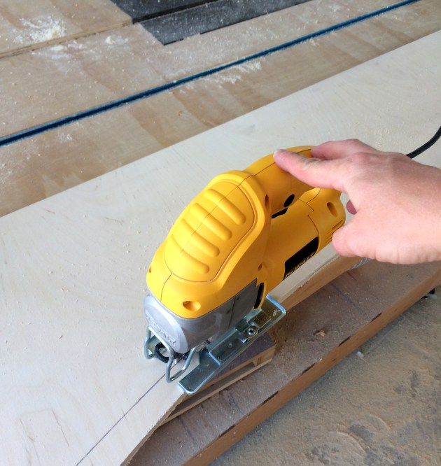 Cutting the curve with a jig saw