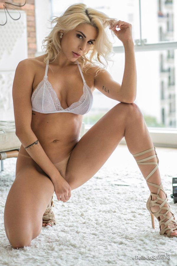 Caroline x BellaClub