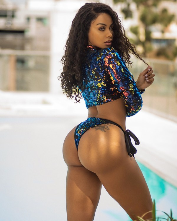 Analicia Chaves: Rooftop View - Photo Mark