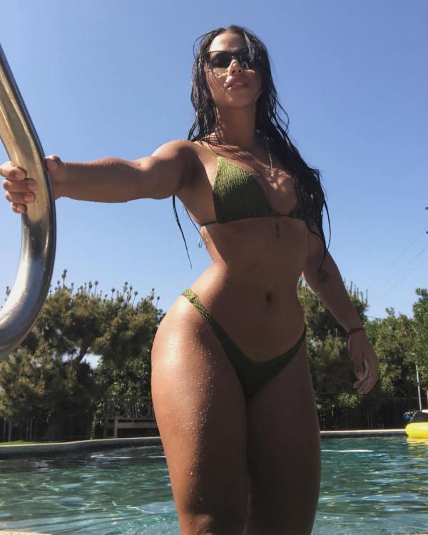 Diana Levy @levydiana x Eames Alexander