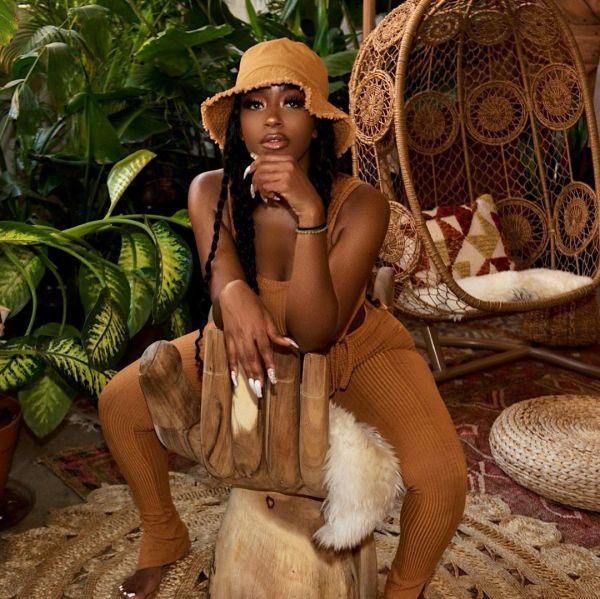 Tia Becca @tia_becca_: Brown Skin - Photo Mark