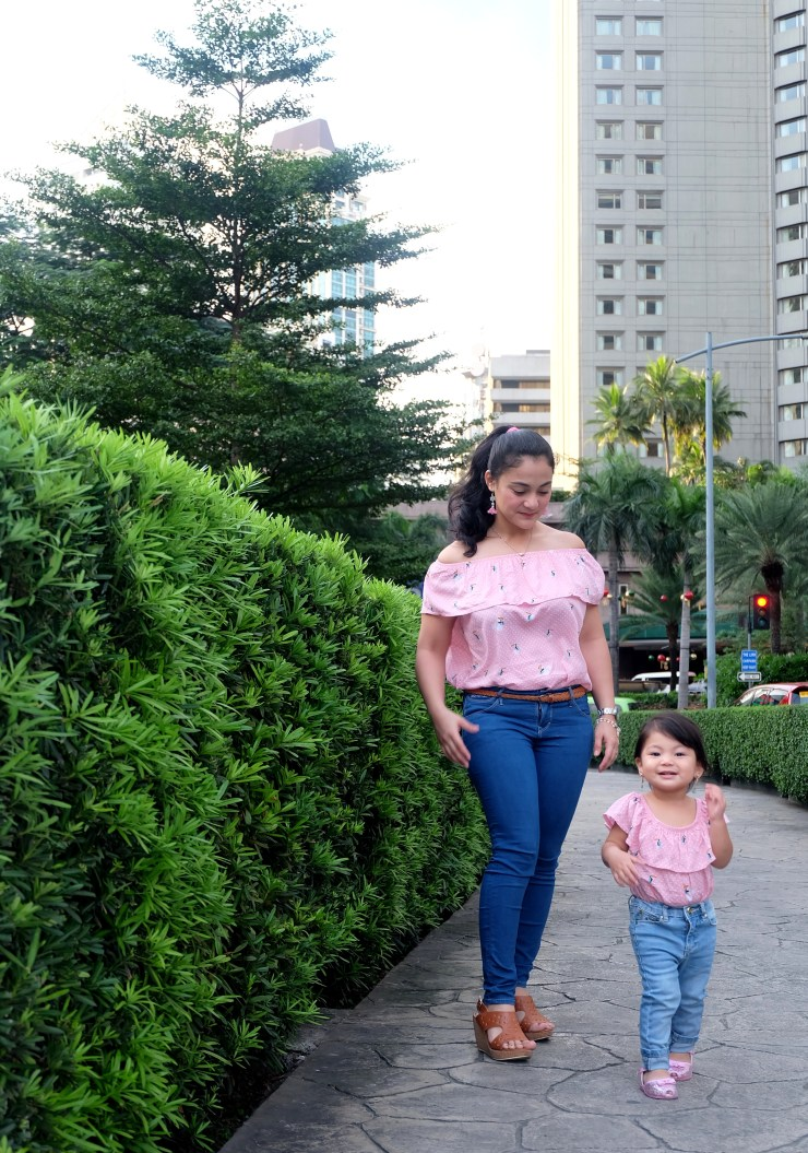 dyosathemomma-Christmas gift suggestions-twinning clothes for mom and daughter