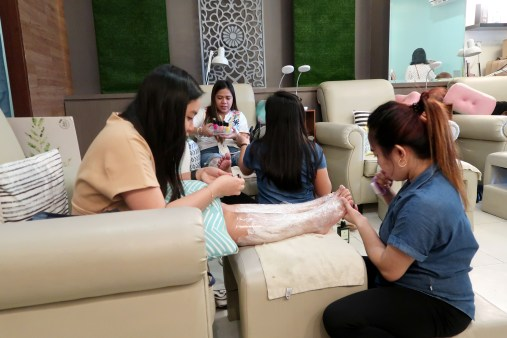 dyosathemomma: Voila x The Green Company organic living and healthy lifestyle, spa with mommies at Naked Nail, ACE Hotel