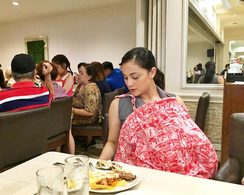 restaurant breastfeeding
