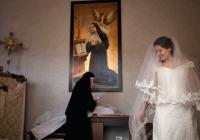В Італії сестри монахині допомагають нареченим здійснювати їх мрії