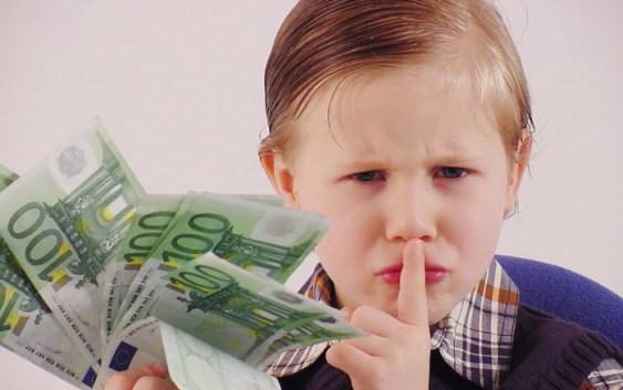 «Я краду гроші у свого чоловіка». Чи треба з цього сповідатися?