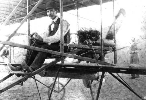 Ben Taylor's airplane on State Fair Race track in Salem, Oregon, 1910