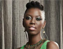 Lira (Afrique du sud) en mode afro court