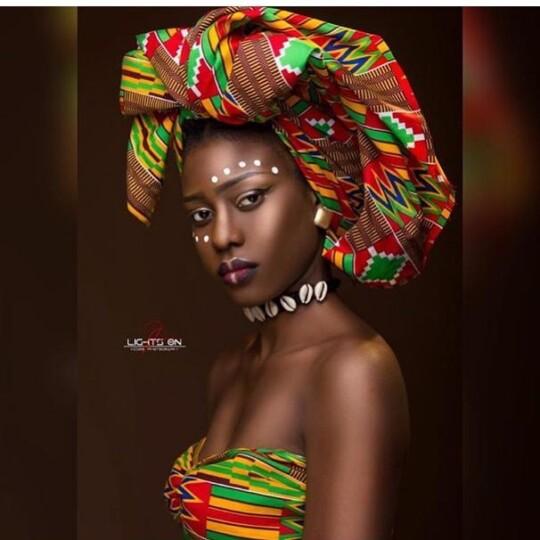 Danielle Flora Ouedraogo (Miss Burkina-Faso 2019) en foulard africain