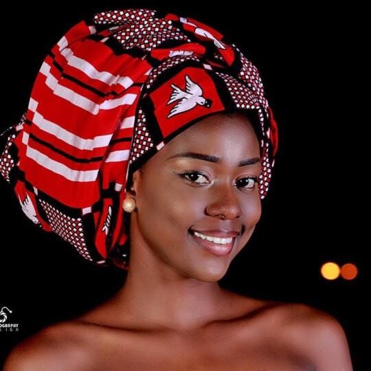 Danielle Flora Ouedraogo (Miss Burkina-Faso 2019) en foulard