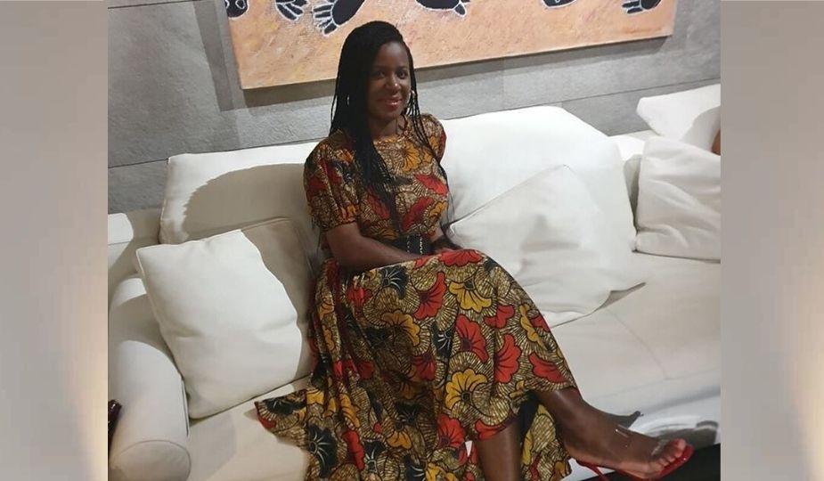 Charlotte Dipanda en robe pagne