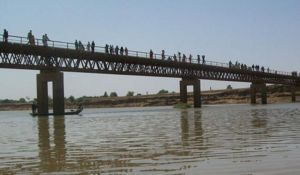 Un deuxième sur le fleuve Logone, frontière entre le Cameroun et le Tchad