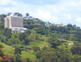 Ongola Ewondo (Yaoundé) : la colline Fébé et l'hôtel du même nom