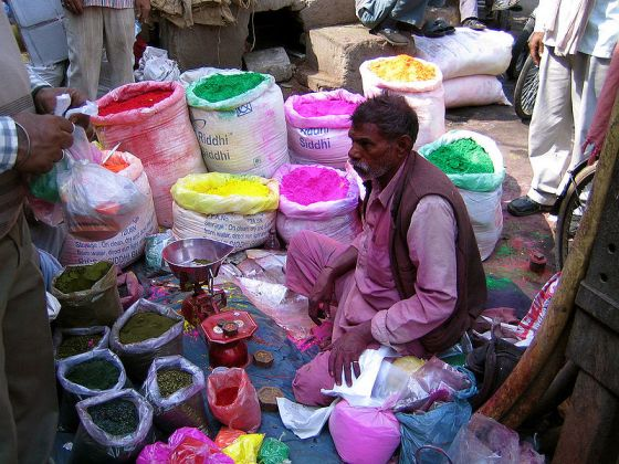 Shop selling colours for Hol