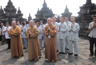 佛教塔祈福誦經