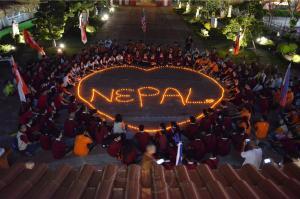 亞洲300青年齊聚東禪寺 為尼泊爾震災獻燈祈福
