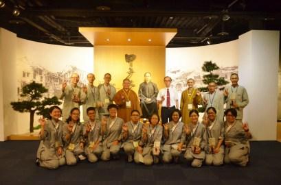 蘭陽別院是每屆同學參學的必到之處,全體師生與陳林泉校長於大師弘法60周年紀念館前合影。