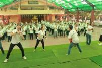 菲律賓悉達多演員教導營員三好跳唱。