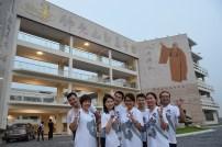 周日班同学参访新马寺,与大师法像合影