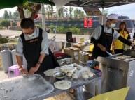 同學們在臺灣義賣印度煎餅