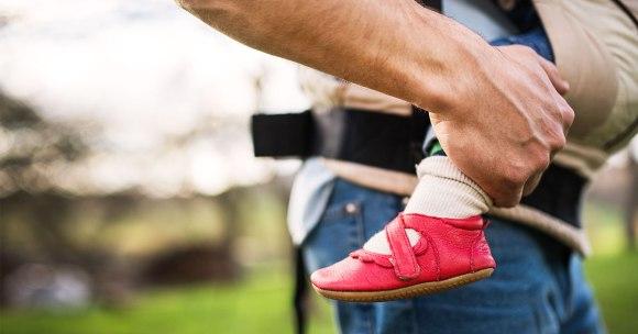 Ojciec i noszenie dziecka – co mężczyźni myślą o chuście?