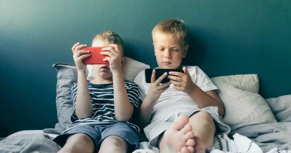 Cyfrowa heroina – czyli ile wynosi czas ekranowy bezpieczny dla dziecka?