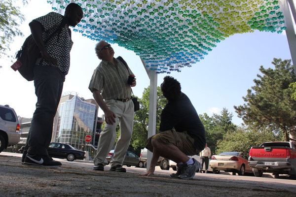 parking-canopy-made-from-recycled-plastic-bottles-07