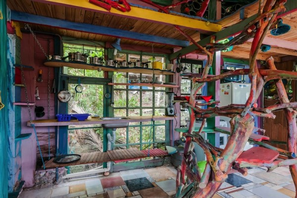 airbnb-brazil-Jaime-Recycled-Cabin-8
