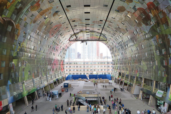 arno-coenen-horn-of-plenty-digital-mural-at-rotterdam-markthal-09